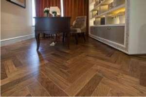 软木地板踢脚板安装方法与验收标准【今日信息】